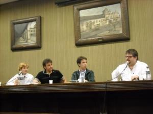 Os professores Richard Miskolci, Sérgio Costa e José Rodrigo Rodriguez em mesa coordenada por Igor Rolemberg