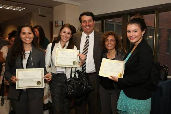 Da esquerda para a direita, Julia Cruz, Surrailly Youssef, Diego Pinzón, Claudia Martín e Leticia Haertal