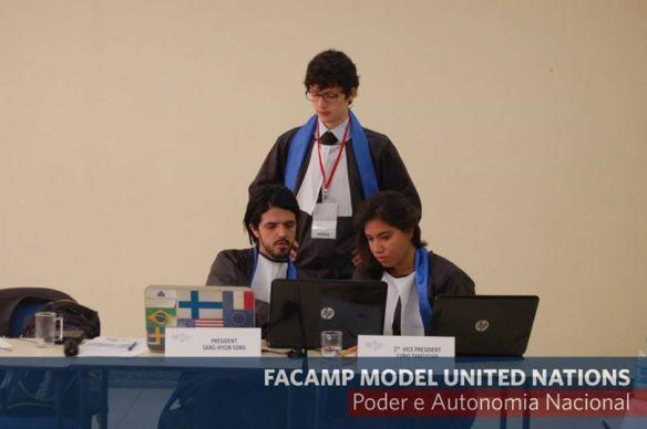 Juízes do ICC em deliberação.